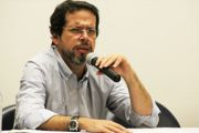 Dez reais e a valorização do salário mínimo no Brasil